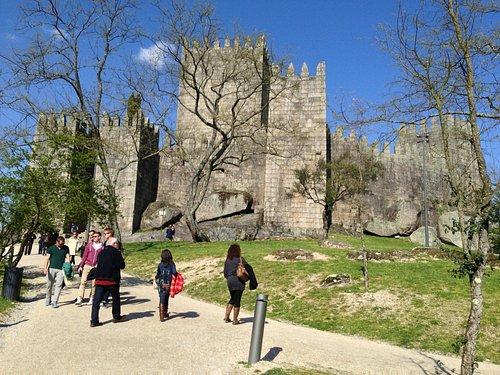 A caminho da entrada do castelo