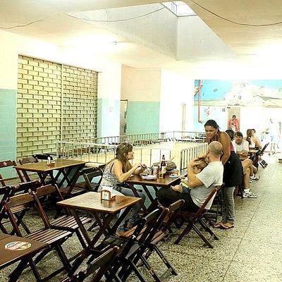 Restaurantes do 2º andar no mercado Sao Pedro (arquivo: intrip.com.br)
