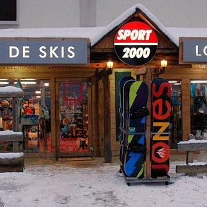 Sport's mountain SPORT 2000 sur la place de l'aravet.
