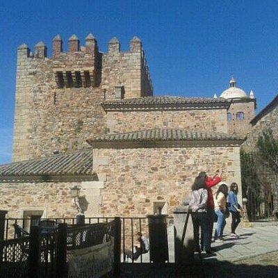 Torre de Bujaco vista desde el Arco de la Estrella