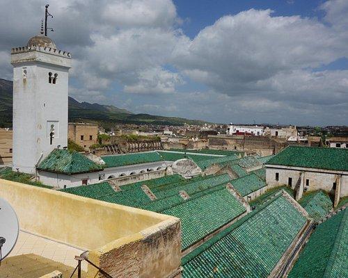Les toits de cette immense mosquée.