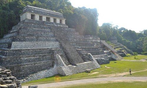 Templo de Pakal y a un costado el Mausoleo