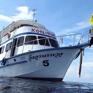 Tiki Quuen Dive Boat
