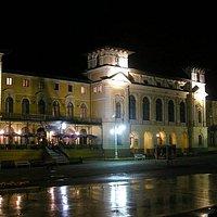 Stary Dom Zdrojowy i deptak nocą