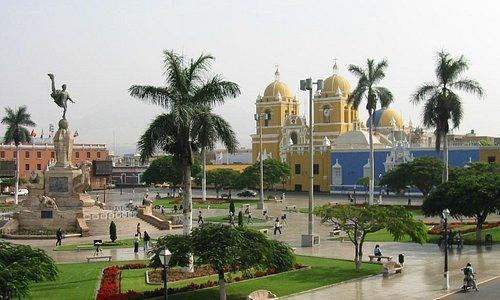 Plaza de Armas de Trujillo (Fuente: Costamar.com)