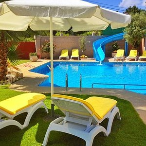 Tobogán y piscina