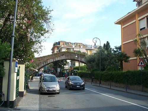 il ponte sopra la strada per S. Margherita