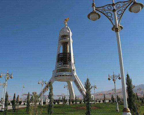 Ashgabat: Der Neutralitätsbogen (Bitaraplyk arkasy / binasy - Neutrality Arch)