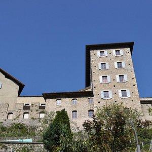 il castello visto dal borgo di Frapporta