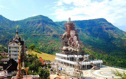 Wat Pha Sorn Kaew 5 Buddha statues