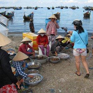 Beach market, Mui Ne harbor