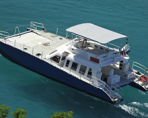 le Catamaran de profil