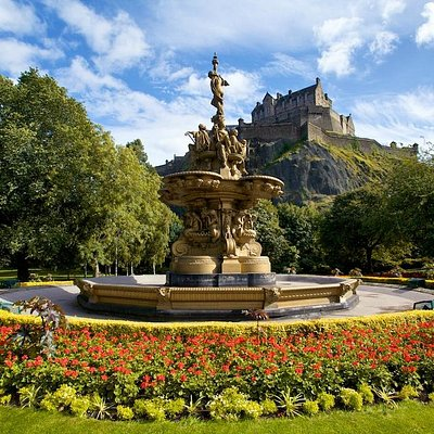 The Ross Fountain with Edinburgh castle in the background