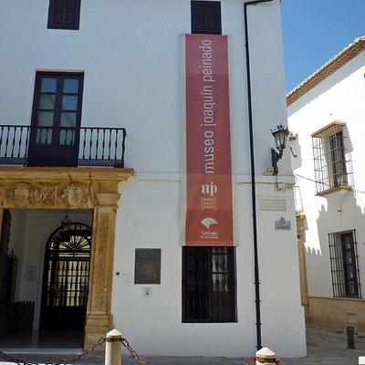 Fachada principal del Museo Peinado en Ronda