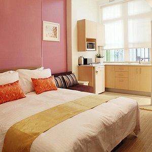 Family room Queen + sofa bed