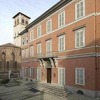 La facciata del Museo Borgogna