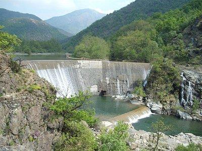 La diga del secondo dei laghi della Lavagnina