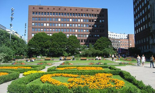 Oslo City Hall's building & Garden