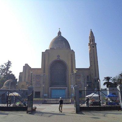 Santiago de Chile, Basílica Nuestra Sra. de Lourdes. Vista exterior.