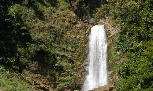 Nam Noua Waterfall (on the road to Viengxay)