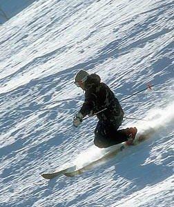Telemark skiing on Rønning skis