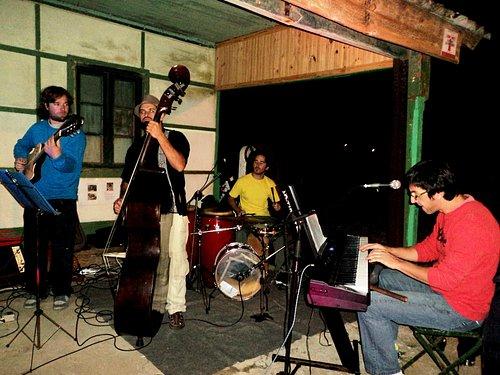 A banda SALE CON FRITAS.