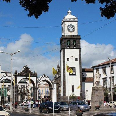 Portas da Cidade, Praça Gonçalo Velho Cabral, Ponta Delgada