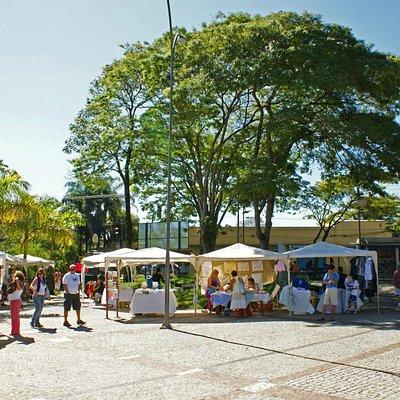 A feira Vila das Artes acontece no distrito de Sousas