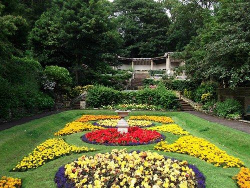 Italian garden in bloom