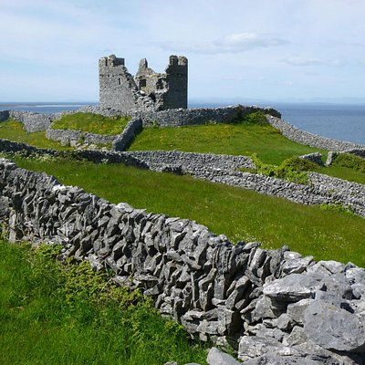 O'Brien's Castle, Inisheer with some good dry walling