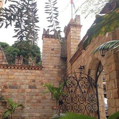 Entrance courtyard at Castilla de Lamas