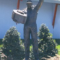 Dale statue