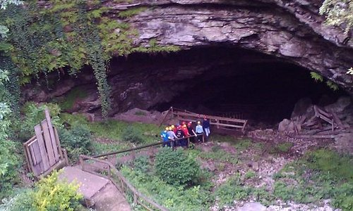 Another grouped headed down for cave adventures!