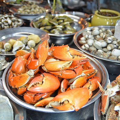 A wide range of crustaceans and seafood