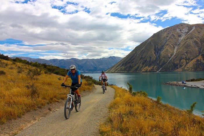 Cyclists near Lake Ohau