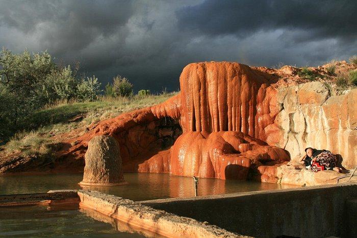 Big pool, big mineral deposit.