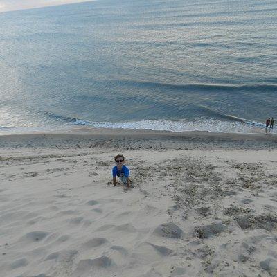 Rennan subindo a duna.