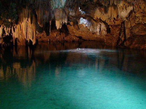 Cenote iluminado