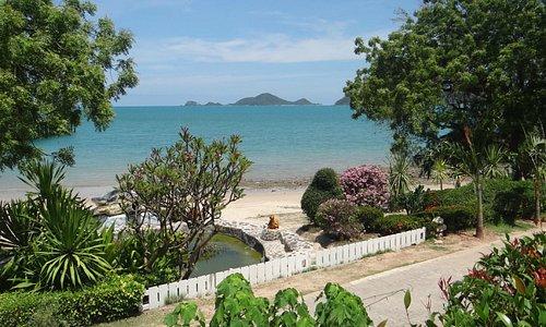 """Blick zum Strand und zu den """"Turtle-islands"""""""