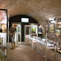 Historisches Kellergewölbe aus dem frühen 13. Jahrhundert