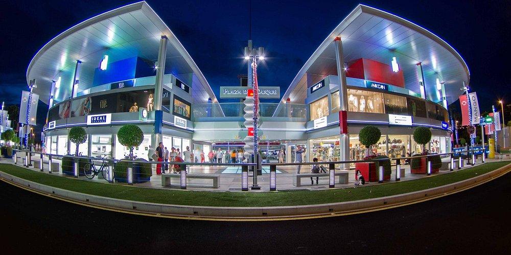 Fachada principal de Plaza del Duque Shopping