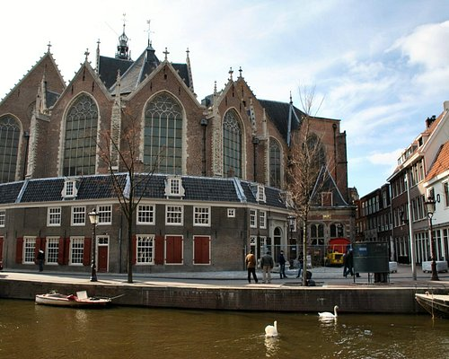 Oude Kerk from across the canal