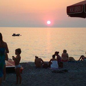 il famoso tramonto del garden beach