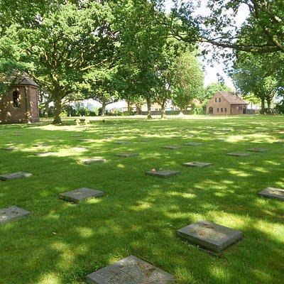 Vue vers l'entrée du cimetière