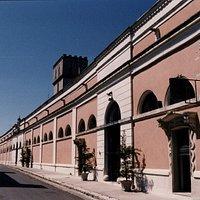 affascinante e storica facciata dell'azienda