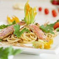 ... Fettuccine con Filetti di Triglie e Fiori di Zucchine