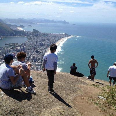 Morro Dois Irmãos - Two Brothers Cliff (Leblon/Vidigal)