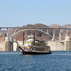 Stunning views of the Hoover Dam and its bridge