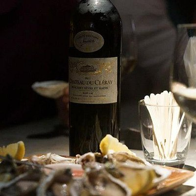 Come and enjoy Chateau du Cleray with Oyster. Perfect match!