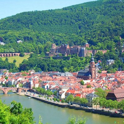 A view of the Heidelberg Castle from the Philosophenweg